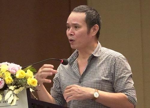Đạo diễn Bùi Tuấn Dũng ở hội thảo về chất lượng phim. Ảnh: Ân Nguyễn.