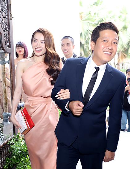 Sau lễ vu quy tổ chức tại nhà riêng, tiệc cưới của Hoàng Oanh diễn ra với khoảng 200 khách mời.