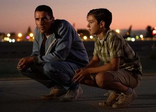 Những cảnh của Miles (trái)cùng con trai khiến nhân vật gần gũi hơn. Ảnh: Fox.