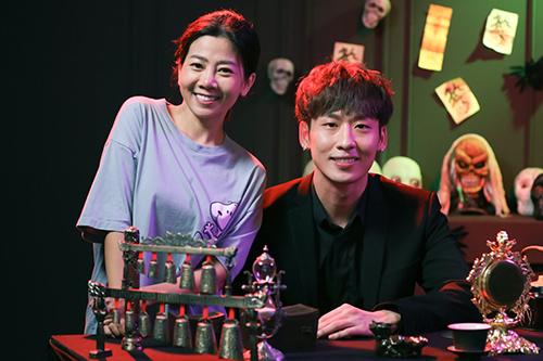 Mai Phương bên diễn viên Tuấn Trần. Ảnh: TK.