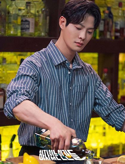 Cha In Ha vào vai Joo Won Suk - bartender trong quán bar dành cho người đồng tính. Ảnh:MBC.