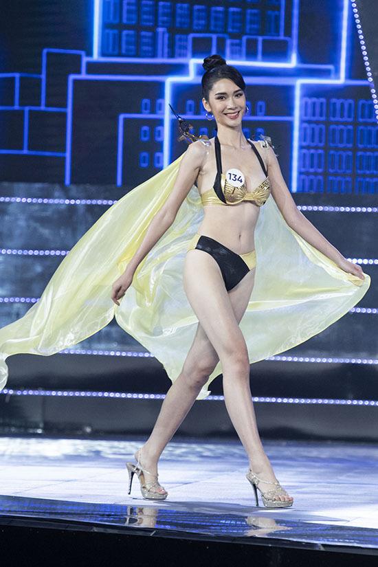 Thí sinh Hoa hậu Hoàn vũ Việt Nam đọ dáng bikini