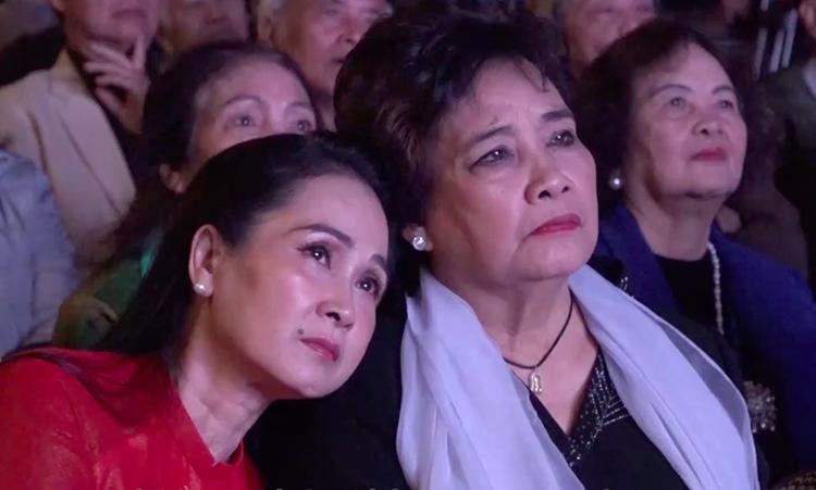Nghệ sĩ khóc ở lễ kỷ niệm Hãng Phim truyện Việt Nam - ảnh 1