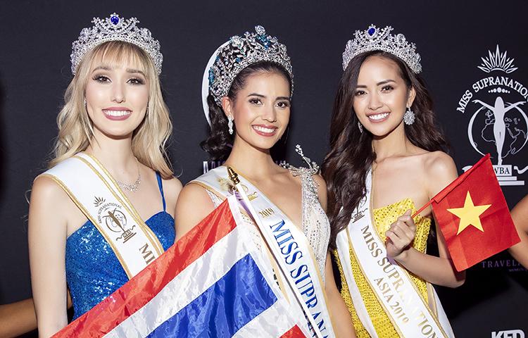Ngọc Châu (phải) bên Hoa hậu Siêu quốc gia 2019 Anntonia (giữa). Ảnh: Khoa Nguyễn.