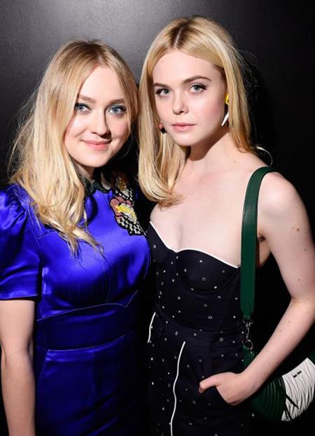 Dakota Fanning (trái) bên em gái. Ảnh: Marie Claire.