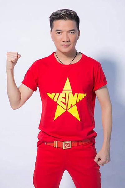 Lần đầu tôi đưa ra dự đoán kết quả. Tối nay tỷ sốlà 3-1 hoặc 1-0 nghiêng về đội tuyển Việt Nam. Thầy trò ông Park sẽ đem huy chương vàng về. Chúc các cầu thủ chúng ta mạnh khỏe và phong độ vững vàng, Đàm Vĩnh Hưng nói.