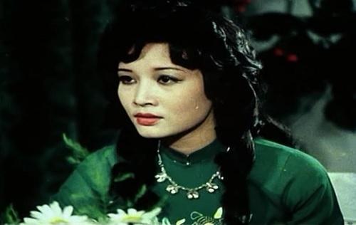 Hà Xuyên vào vai Ngọc Mai - chiến sĩ tình báo dũng cảm với bí danh Z20. Ngọc Mai giả làm vợ của trùm tình báo Tư Chung, bà chủ hãng sơn Đông Á để qua mặt giới cầm quyền lúc bấy giờ. Cô gây ấn tượng với vẻ kiêu sa, đài các nhưng đầy kiên cường khi chiến đấu. Trước Biệt động Sài Gòn, bà gây tiếng vang với vai Hà trong phim Xa và gần.
