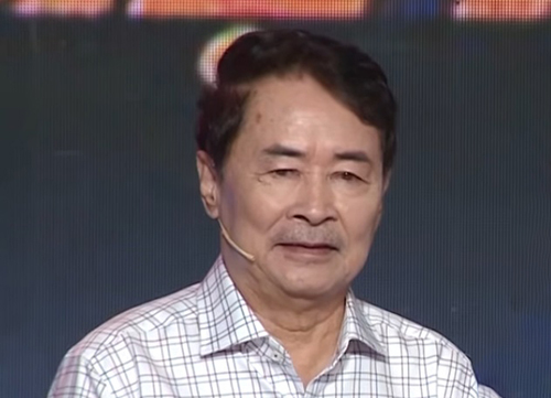 NSƯTHai Nhấthiện 71 tuổi, sinh sống tại Cần Giờ, TP HCM. Ông có bảy người con, trong đó con trai - diễn viên Thành Đạt nối nghiệp bố. Ông hiện không tham gia hoạt động nghệ thuật mà làm nghề nuôi yến.