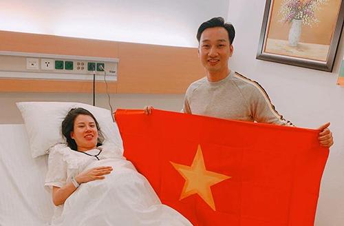 MC Thành Trung đưa vợ đi đẻ vẫn không quên chúc mừng đội tuyển. Chúc mừng các em, những chàng trai làm đất nước tự hào. Cảm ơn ông Park, anh chia sẻ. Ảnh: T.T.