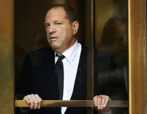 Harvey Weinstein rời tòa án New York vào tháng 5. Ảnh: AFP.