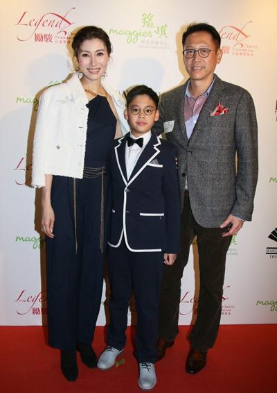 Hoa hậu đẹp nhất Hong Kong đi sự kiện cùng chồng con - ảnh 1