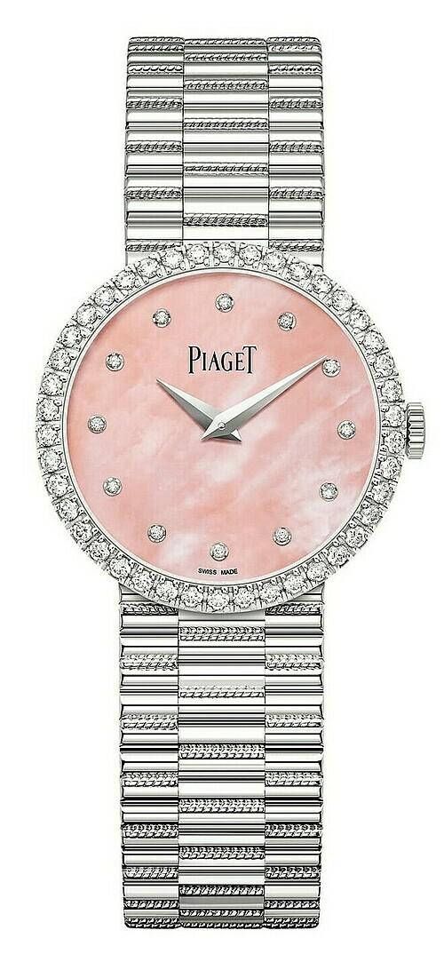 Một sự lựa chọn nữa để tôn vinh tính nữ đẹp đẽ vào mùa lễ hội này chính là chiếc Piaget Traditional với mặt số 26mm làm từ vàng trắng 18k khảm tới 42 viên kim cương brilliant-cut (khoảng 0.58 ct). Điều khiến chiếc đồng hồ này đặc biệt nằm ở chỗ nó được sản xuất với số lượng giới hạn chỉ 300 chiếc trên toàn thế giới - một cách tuyệt vời để tôn vinh người phụ nữ mà bạn yêu thương.