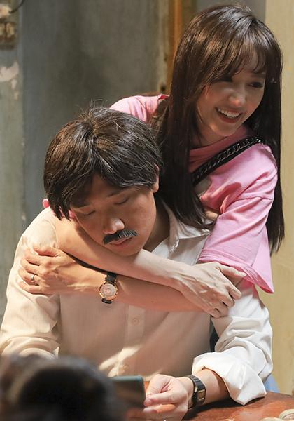 Hari Won - vợ Trấn Thành - đến trường quay cổ vũ cho chồng. Ảnh: TK.