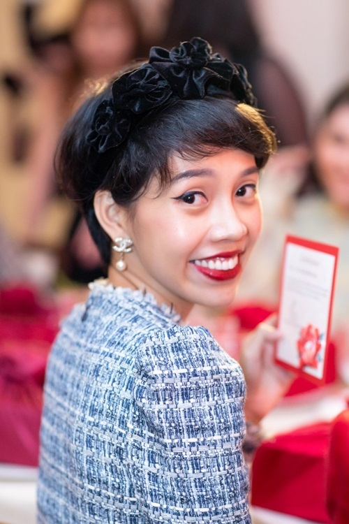 Beauty blogger Nicky Khánh Ngọc cũng chọn First Care Activating Serum Ex vì hiệu quả và thiết kế giao thoa giữa họa tiết truyền thống với ý tưởng sáng tạo hiện đại.