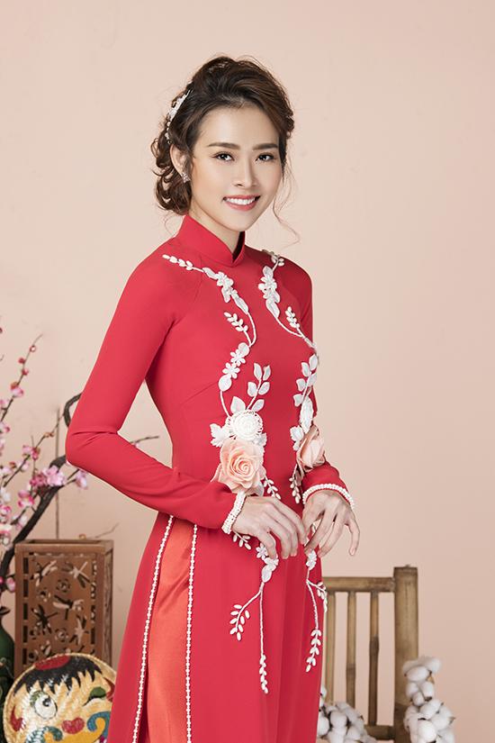 Diệp Bảo Ngọc làm mẫu áo dài Tết