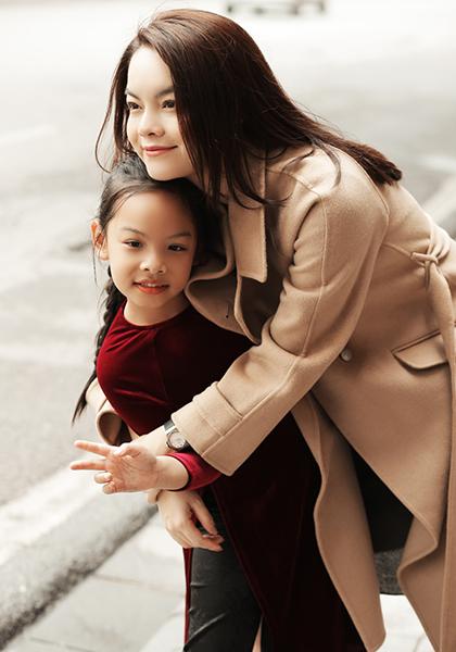 Phạm Quỳnh Anh bên con gái Tuệ Lâm. Ảnh: ND.