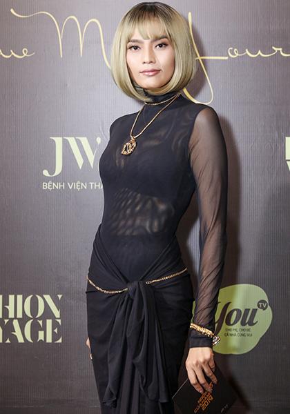 Người mẫu Trương Thị May để tóc bum bê.