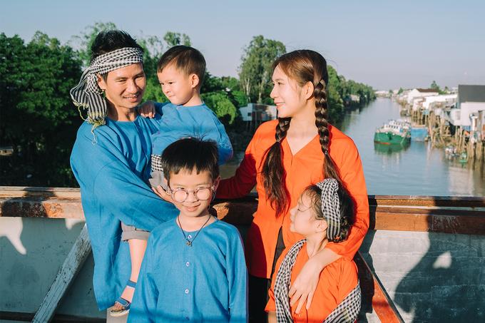 Lý Hải và vợ con du xuân miền Tây