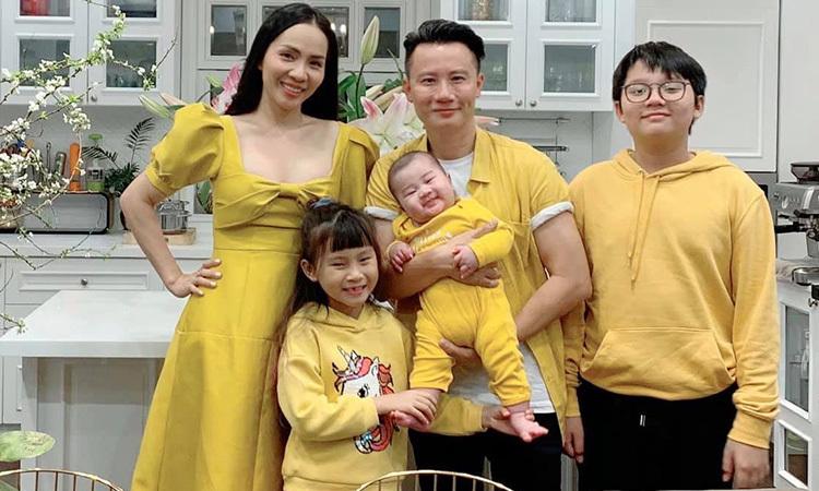 Vợ chồng Hoàng Bách đón Tết - Giải Trí
