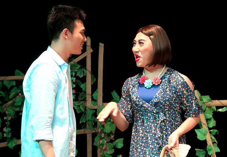Tía ơi con lấy chồng - vở kịch kể về nỗi lòng người đồng tính, chuyển giới. Ảnh: Hoàn Thiện.