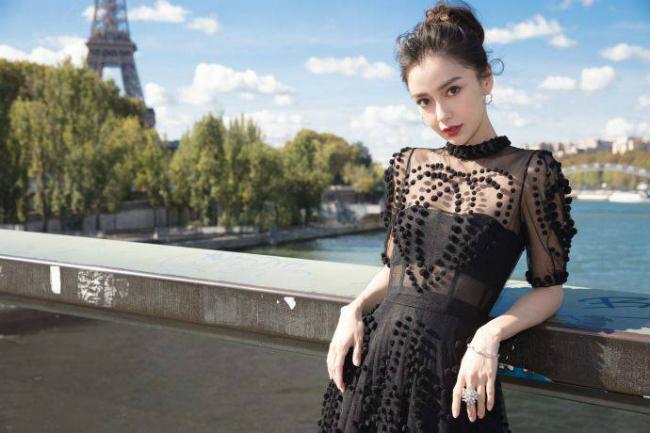 Angelababy - sao Trung Quốc thường xuyên dự các tuần thời trang quốc tế. Ảnh: Weibo.