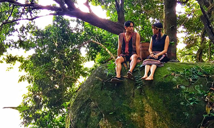 Thanh Bình trèo đèo, lội suối cho vai mới - ảnh 1
