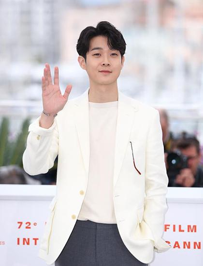 Choi Woo Sik - Đứa trẻ bị kỳ thị chủng tộc đến nam chính Parasite - 1
