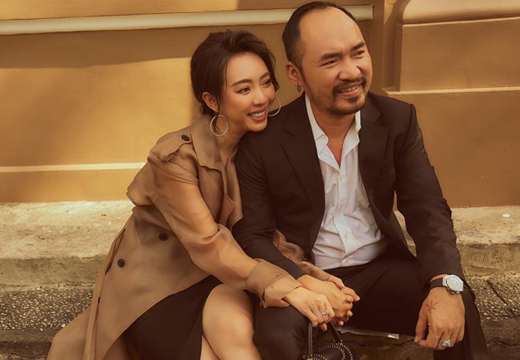 Vợ chồng Thu Trang, Tiến Luật tình tứ trong bộ ảnh street style. Tiến Luật hài hước kể tối qua, đang ngủ, anh mơ bị vợ đòi quà nên giật mình, thức đến sáng. Ảnh: TT.