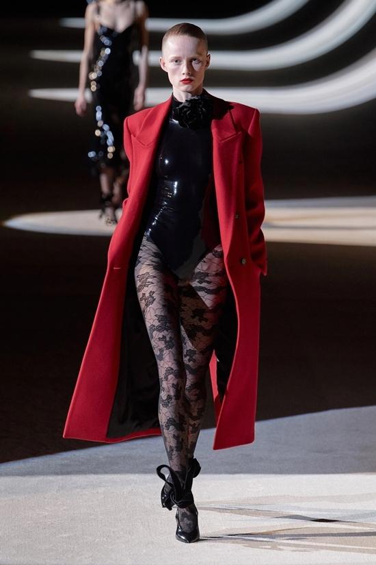 Dàn mẫu mặc nội y catwalk