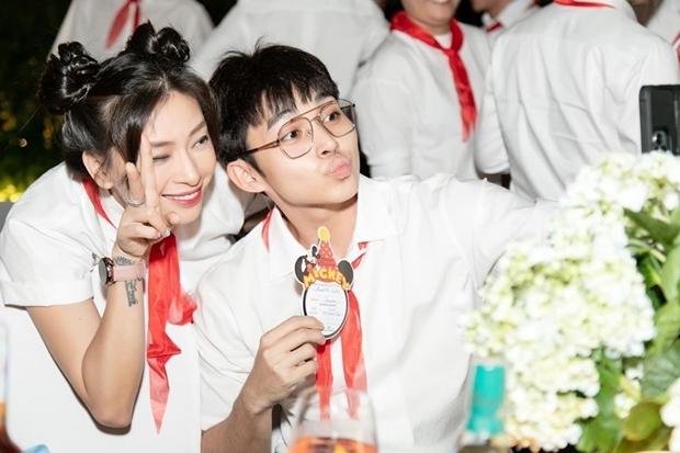 Ngô Thanh Vân và học trò Jun Phạm. Ở tuổi 41, cô vẫn được khen trẻ trung nhờ chế độ luyện tập, ăn uống khoa học.