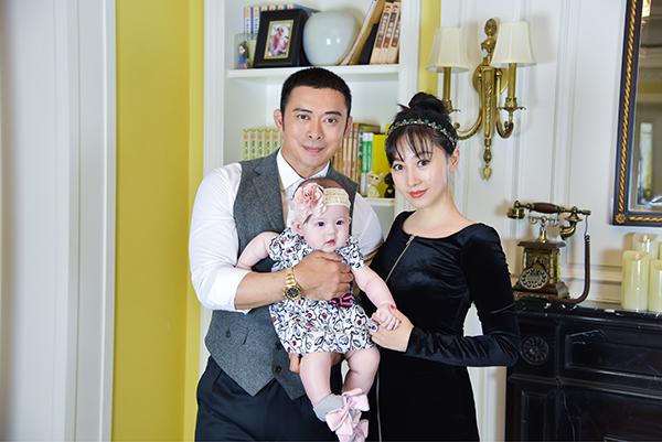 Vợ chồng Phàn Thiếu Hoàng, Giả Hiểu Thần và con gái. Ảnh: Weibo.