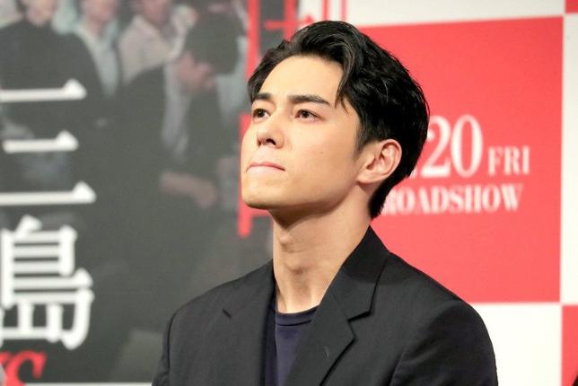 Higashide Masahiro tại buổi tọa đàm phim tài liệu ngày 17/3. Ảnh: Hochi.