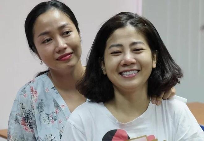 Mai Phương bên bạn thân Ốc Thanh Vân khi mới xuất viện năm 2018. Ảnh: Mai Phương.