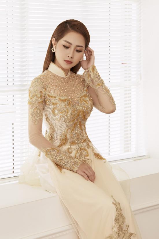Tường Vi làm mẫu áo dài cưới