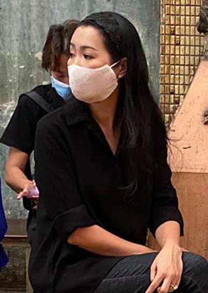 Diễn viên Trịnh Kim Chi trong tang lễ của Mai Phương. Ảnh: Trịnh Kim Chi.