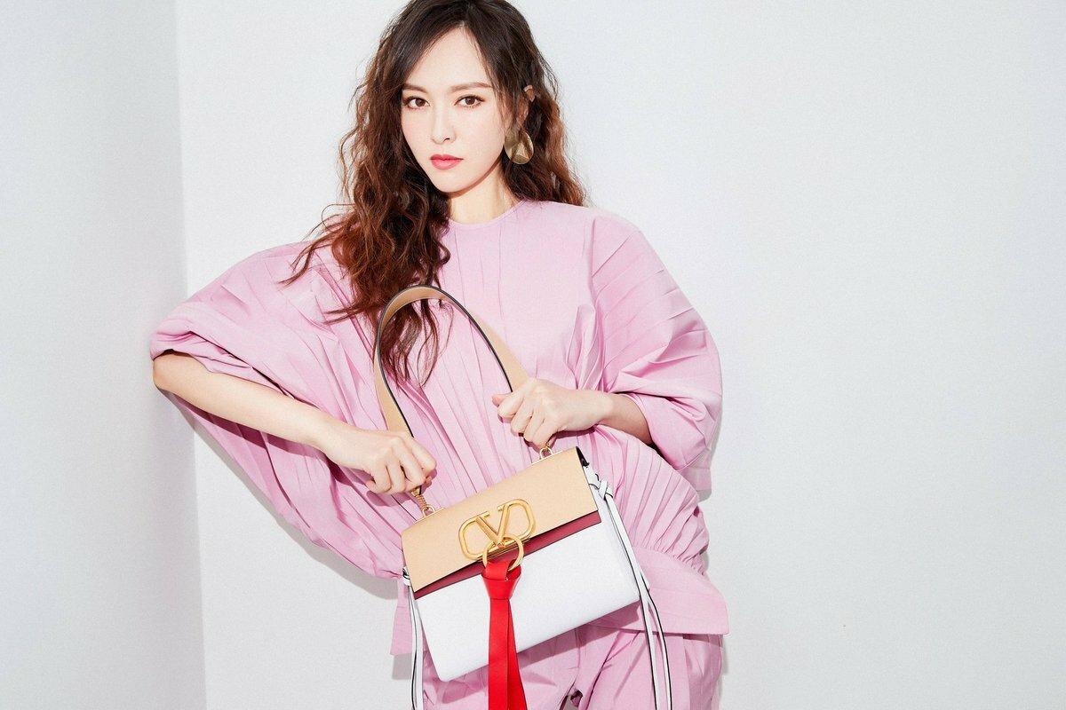 Sao Hoa - Hàn chuộng túi xách tương phản - 22