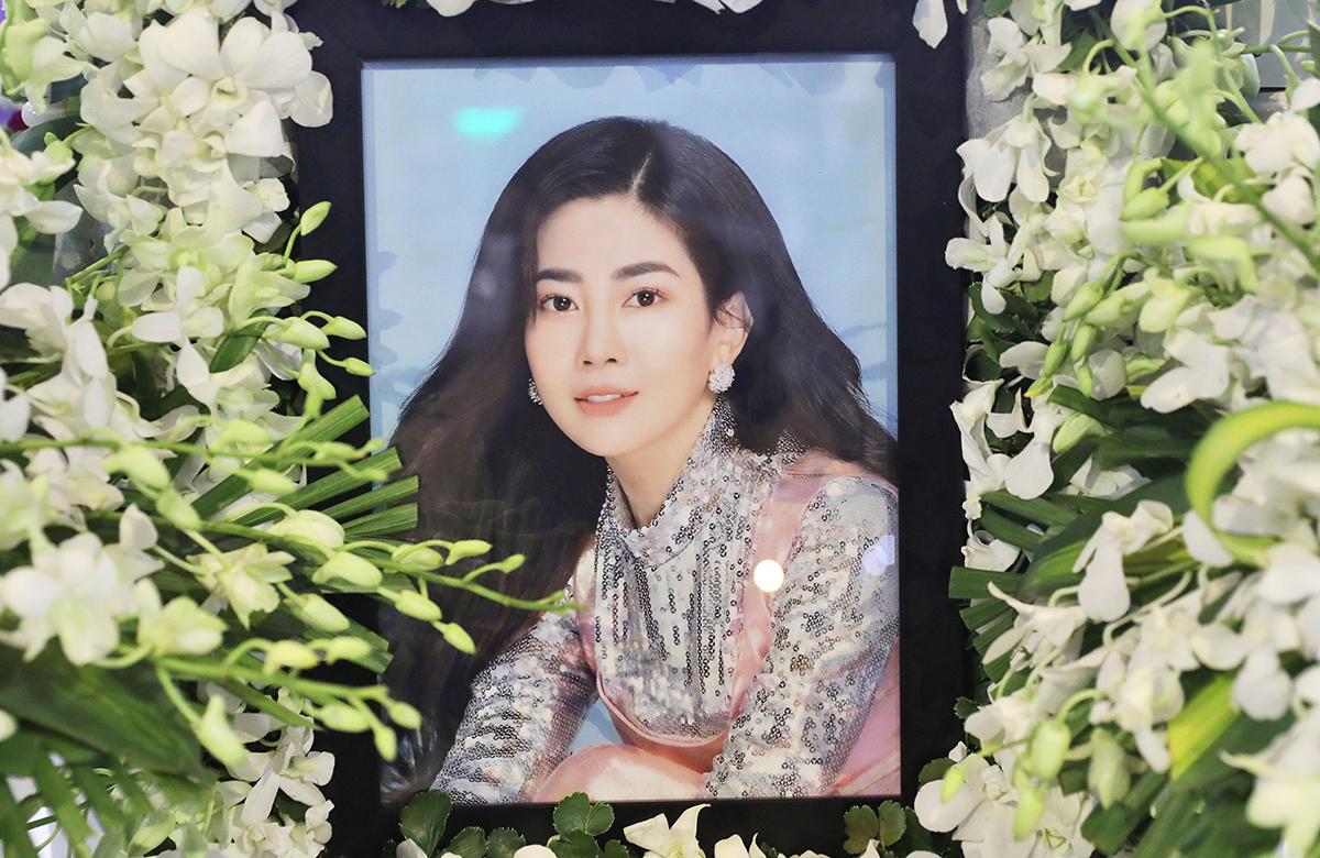 Bạn bè, người thân tiễn biệt Mai Phương