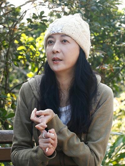 Ỷ Lợi hiện đóng phim, làm MC cho các chương trình ở Hong Kong. Vì ảnh hưởng của Covid-19, cô hoãn đóng một phim của đài ViuTV, chỉ ở nhà.Ảnh: On.
