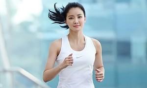 Mỹ nhân Hàn 'nghiện' chạy bộ, đấm bốc